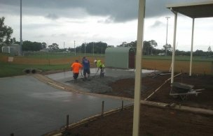 4. Maroochy Afl Spectator Pour and Finish